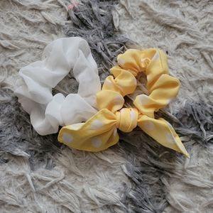 White and yellow scrunchie set